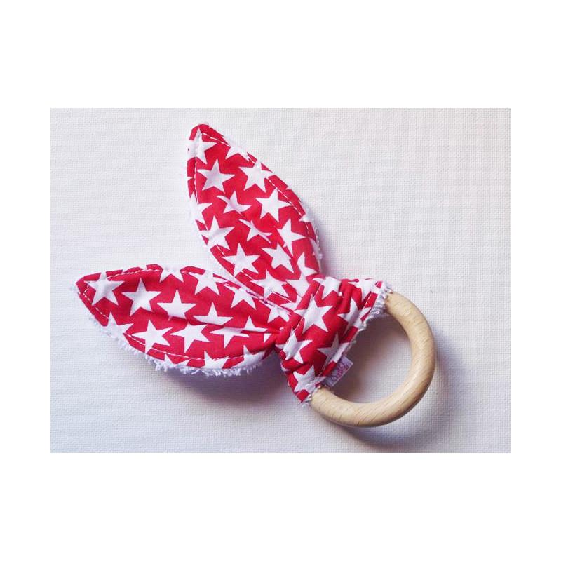 Hochet anneau de dentition en bois à oreilles de lapin en coton - ETOILES RUBIS - (avec grelot)